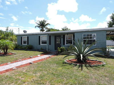 Fort Pierce Single Family Home For Sale: 2025 Golfview Court