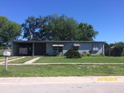 Port Saint Lucie Single Family Home For Sale: 111 SE Bonita Court