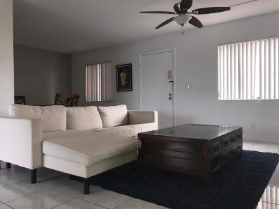 Delray Beach Condo For Sale: 5160 Las Verdes Circle #219