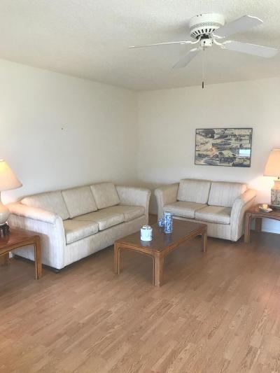 West Palm Beach Condo For Sale: 61 Chatham C