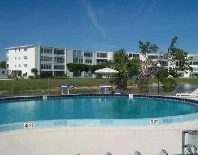 West Palm Beach Condo For Sale: 428 Wellington G