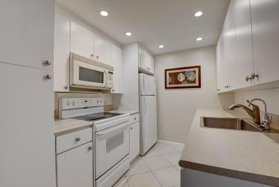 Deerfield Beach Condo For Sale: 1011 Newport G