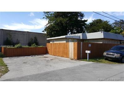 Pompano Beach Multi Family Home For Sale: 901 SW 13 Street