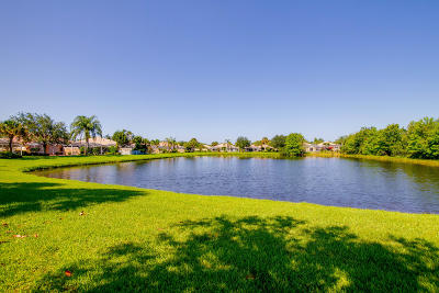 Hobe Sound Single Family Home Contingent: 8557 SE Retreat Drive