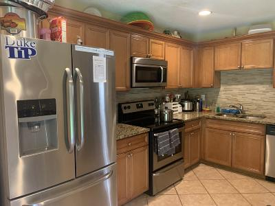 West Palm Beach Townhouse For Sale: 6131 Sugar Loaf Lane