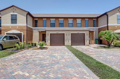 Townhouse For Sale: 5042 NW Coventry Circle