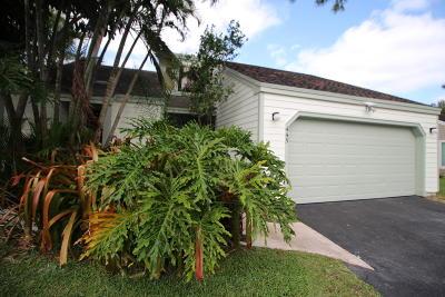 Wellington Single Family Home For Sale: 445 Oak Shadow Way
