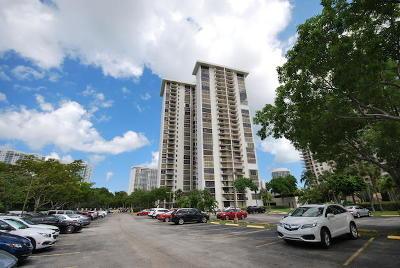 Miami-Dade County Condo For Sale: 18181 NE 31st Court #308