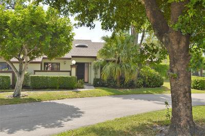 Royal Palm Beach Townhouse For Sale: 459 Knollwood Court #459