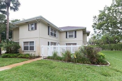 Royal Palm Beach Townhouse For Sale: 2 Amherst Court #C