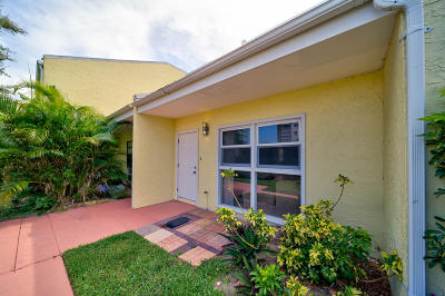 Fort Pierce Townhouse For Sale: 2805 Highway A1a #E
