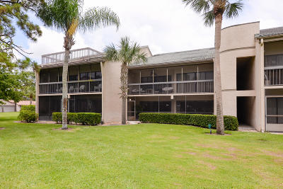 Fort Pierce Condo For Sale: 9440 Meadowood Drive #102
