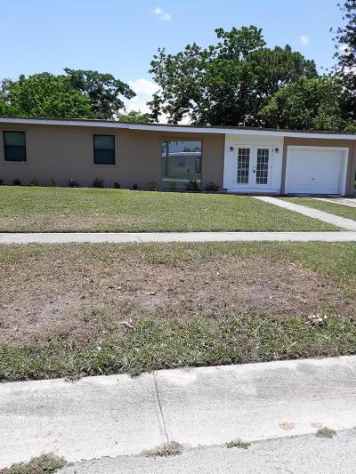 Port Saint Lucie Single Family Home For Sale: 164 SE Bonita Court