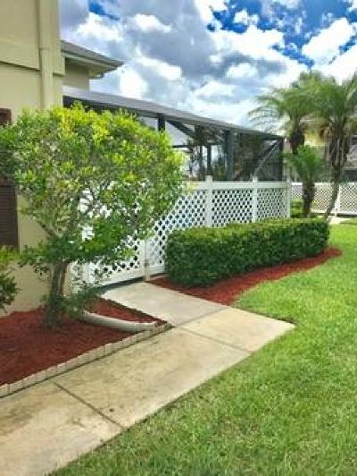 Royal Palm Beach Townhouse For Sale: 18 Amherst Court #A
