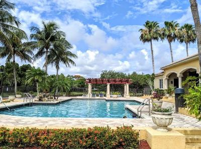 Royal Palm Beach Condo For Sale: 100 Crestwood Court #113