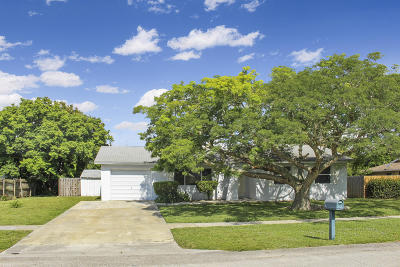 Royal Palm Beach Single Family Home For Sale: 857 Croton Drive
