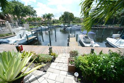 Palm Beach Gardens Townhouse For Sale: 2359 Treasure Isle Drive #32