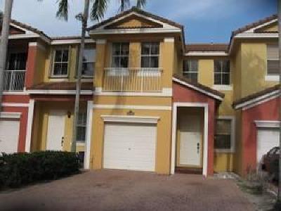 Royal Palm Beach Townhouse For Sale: 2242 Shoma Drive #2242