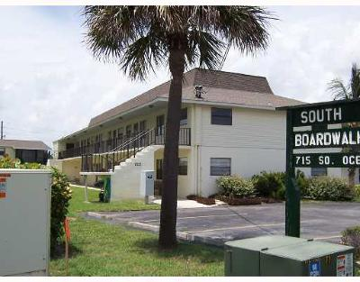 Fort Pierce Condo For Sale: 715 S Ocean Drive #K