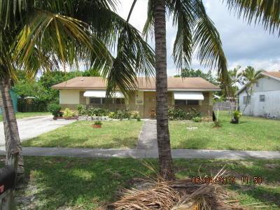 West Palm Beach Single Family Home For Auction: 5889 Bimini Circle E