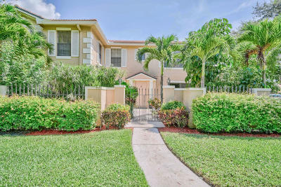 Palm Beach Gardens Townhouse For Sale: 351 Prestwick Circle #3