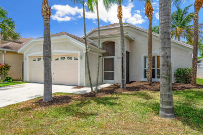 Martin County Single Family Home For Sale: 713 NW Waterlily Place