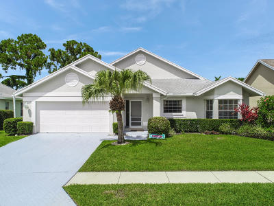 Jupiter Single Family Home For Sale: 300 Moccasin Trail W