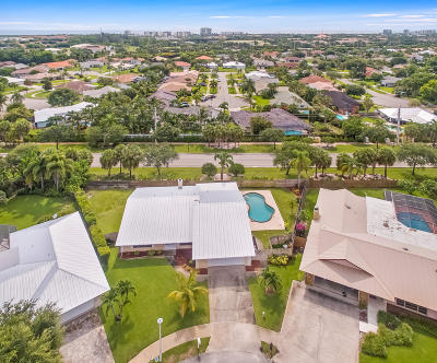 Tequesta Single Family Home For Sale: 98 Hickory Hill Road