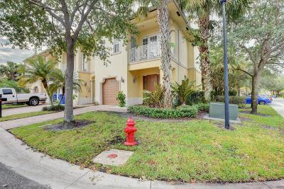 Royal Palm Beach Townhouse Contingent: 110 Via Aurelia