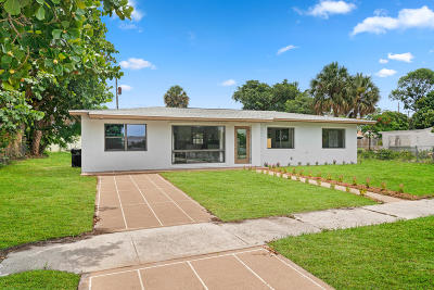 Lake Worth Single Family Home For Sale: 3520 Lake Osborne Drive