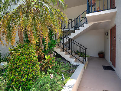West Palm Beach Condo For Sale: 1807 Embassy Drive #103