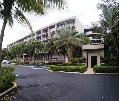 West Palm Beach Condo For Sale: 1830 Embassy Drive #409