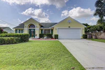 Single Family Home For Sale: 1567 SE Maxim Avenue
