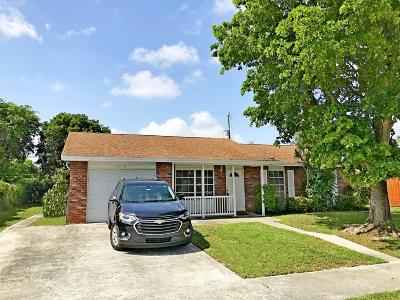 Lake Worth Single Family Home For Sale: 1815 17 Court