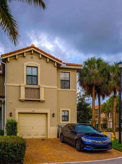 Pompano Beach Townhouse For Sale: 1090 NW 33rd Manor