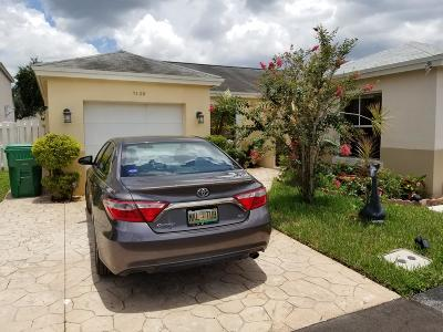 Davie Single Family Home Contingent: 7120 SW 41st Place