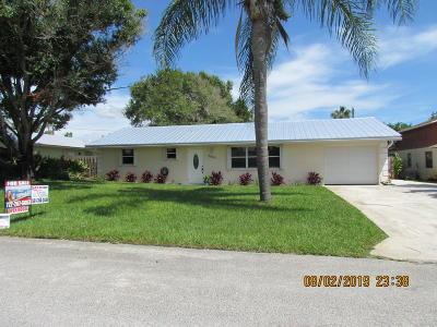 Hobe Sound Single Family Home For Sale: 8021 SE Helen Terrace