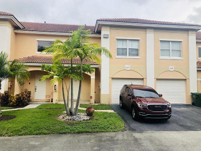 Palm Beach County Townhouse For Sale: 617 Talia Circle