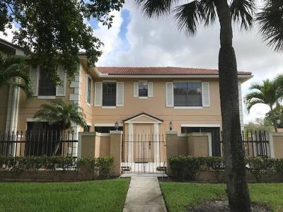 Palm Beach Gardens Townhouse For Sale: 392 Prestwick Circle #2
