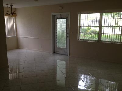 West Palm Beach Condo For Sale: 52 Norwich C