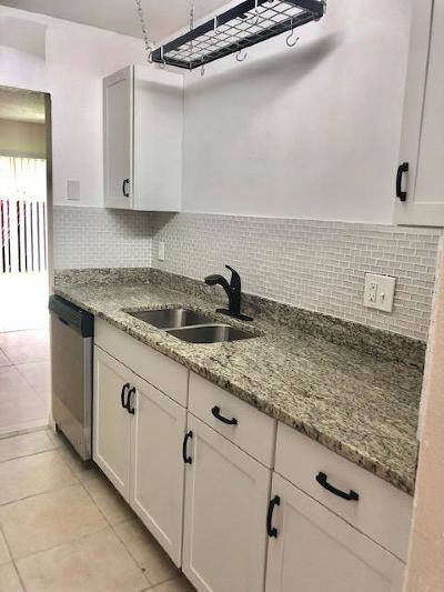 Coral Springs Townhouse For Sale: 10723 La Placida Drive #2-2