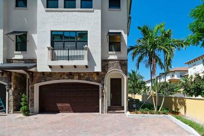 Boynton Beach Townhouse For Sale: 5 Windward Lane #23