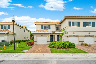 Lake Worth Townhouse For Sale: 1133 Vermilion Drive