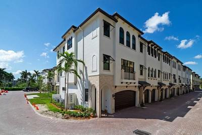 Boynton Beach Townhouse For Sale: 634 Windward Circle #61