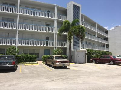 West Palm Beach Condo For Sale: 308 Greenbrier A