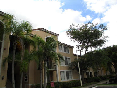 West Palm Beach Condo For Sale: 1727 Village Boulevard #206
