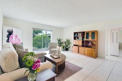 West Palm Beach Condo For Sale: 216 Oxford 200 #216