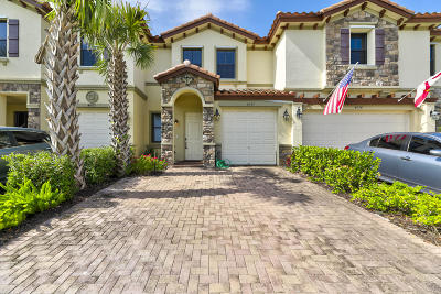 Coconut Creek Townhouse For Sale: 4022 Devenshire Court