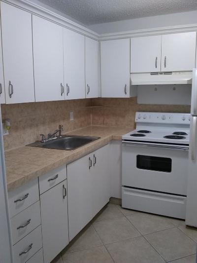 Deerfield Beach Condo For Sale: 266 Newport R