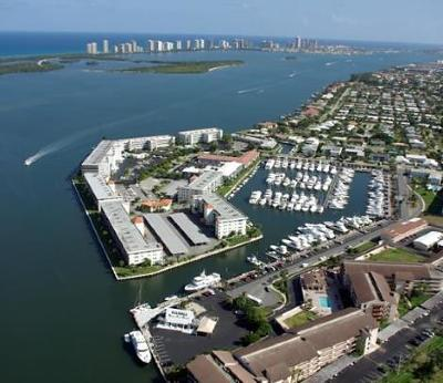 North Palm Beach Condo For Sale: 143 Yacht Club Drive #9